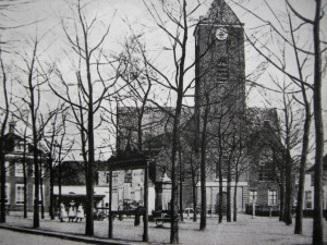 Het Naaldwijkse Wilhelminaplein in het begin van de vorige eeuw