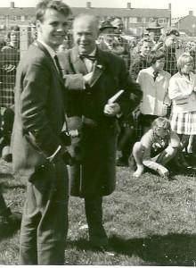 Hans Sleeuwenhoek (l) en Wim Kampen doen verslag van de motorpolowedstrijd