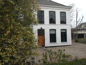 Het huis van dokter Fransen aan de Dijkweg in Naadwlijk