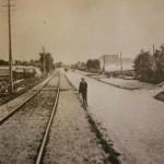 De Nieuweweg gezien in de richting van de Rolpaal zoals hij er in 1900 uitzag.