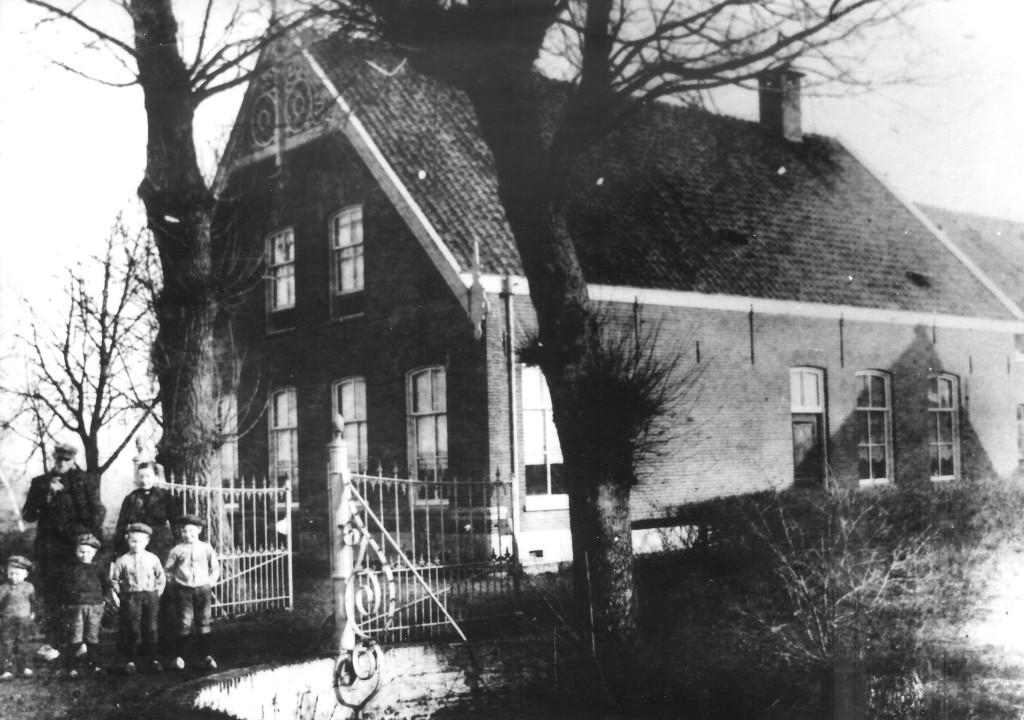 De boerderij Van der Wel in Honselersdijk. FOTO: A.W. VAN DER WEL