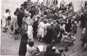 De eerste Canadezen komen in Naaldwijk aan.  FOTO'S: MARCEL VAN DER VLUGT