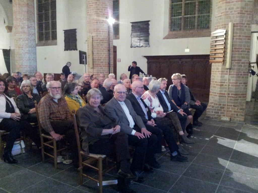 Daar zitten de genomineerden. Vlnr. Aad van Holstein, Krijn van Dijk en Jacques Moerman, met hun echtegenoten