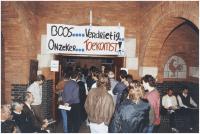 Demonstratie voor het Krophollerraadhuis