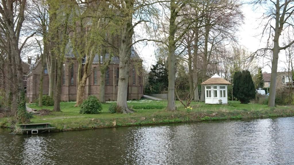 Het prieel in de tuin achter de kerk aan de Vliet.