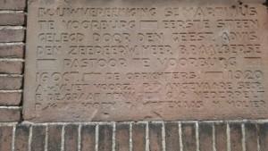Gedenksteen van de eerste steenlegging in de Emmastraat