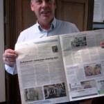 Trots laat Jan-Willem van den Beukel de eerste publicatie zien in het weekblad Groot Westland.